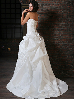 Beautiful Ball Gown Taffeta Sweetheart Court Train Lace Wedding Dresses