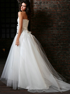 Elegant Ball Gown Tulle Sweetheart Court Train Lace Wedding Dresses