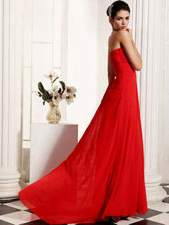 Graceful A-Line Chiffon Sweetheart Court Train Rhinestone Evening Dresses