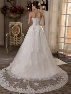 Brilliant A-Line Tulle Court Train Appliques Wedding Dresses