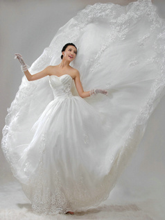 Ball Gown Taffeta Sweetheart Strapless Lace-up Lace Flower Beading Wedding Dresses