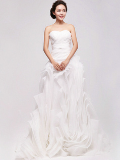 Graceful A-Line Organza Sweetheart Cascading Ruffle Wedding Dresses