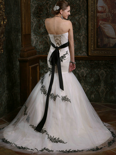 Mermaid Tulle Strapless Court Train White and Black Lace Sash Wedding Dresses Size 2 And Size 4