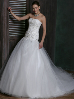 Sparkly Over Hip Tulle Strapless Court Train Lace Wedding Dresses