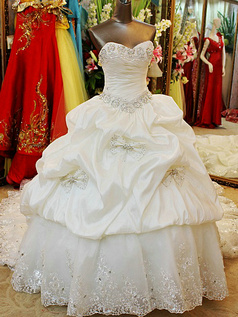 Ball Gown Sweetheart Chapel Train Lace Crystal Pick Ups Wedding Dresses