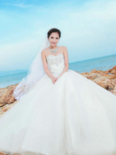 Ball Gown Sweetheart Floor-length Lace Crystal And Rhinestone Wedding Dresses