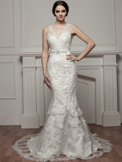 Mermaid Scalloped-edge Court Train Crystal Lace Wedding Dresses