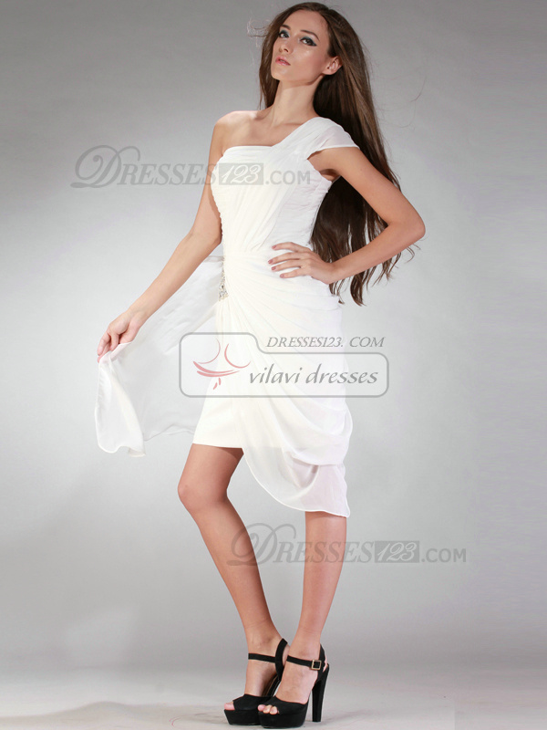 Adorable Sheath/Column Chiffon Short/Mini Draped Crystal/Rhinestone Graduation/Homecoming Dresses