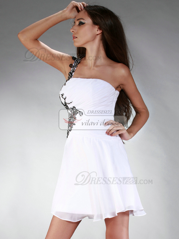 Gorgeous A-line Chiffon Short/Mini Appliques Graduation/Homecoming Dresses