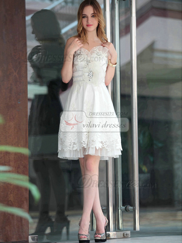 Lovely A-line Lace Knee-length Flower Graduation/Sweet 16 Dresses