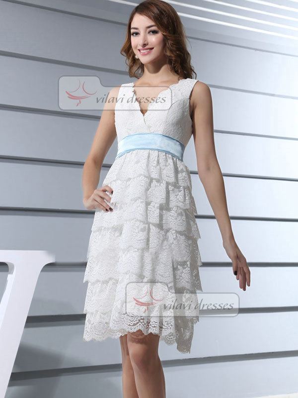 Column V-neck Straps Short Lace Bridesmaid Dresses