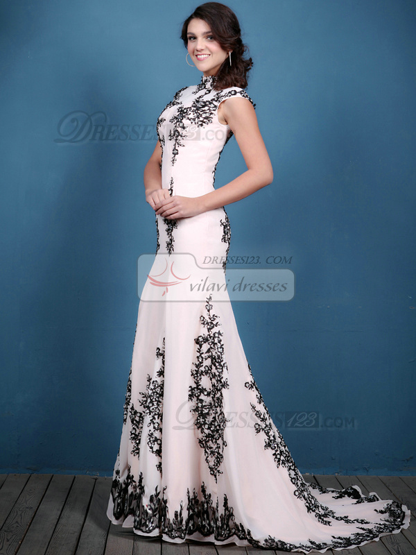 Luxurious Mermaid/Trumpet High neck Sweep Appliques Prom Dresses