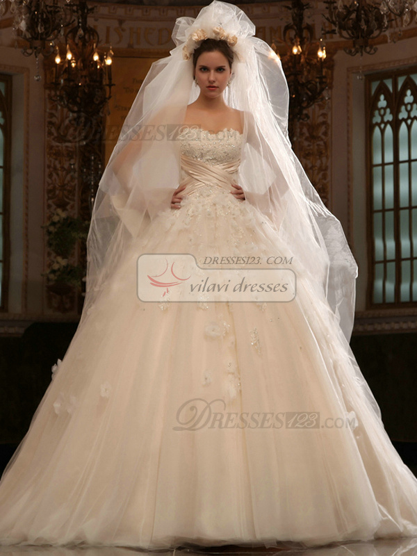 Astounding Ball Gown Sweetheart Court Train Appliques Wedding Dresses