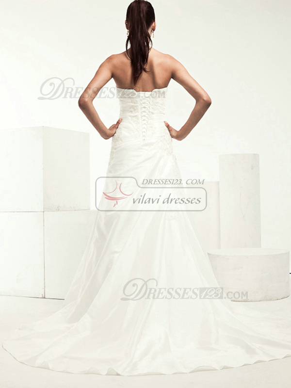 Beautiful A-line Satin Halter Appliques Wedding Dresses