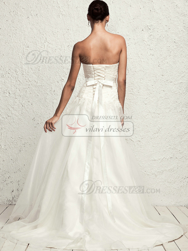 Graceful A-line Tulle Chapel Train Appliques Wedding Dresses