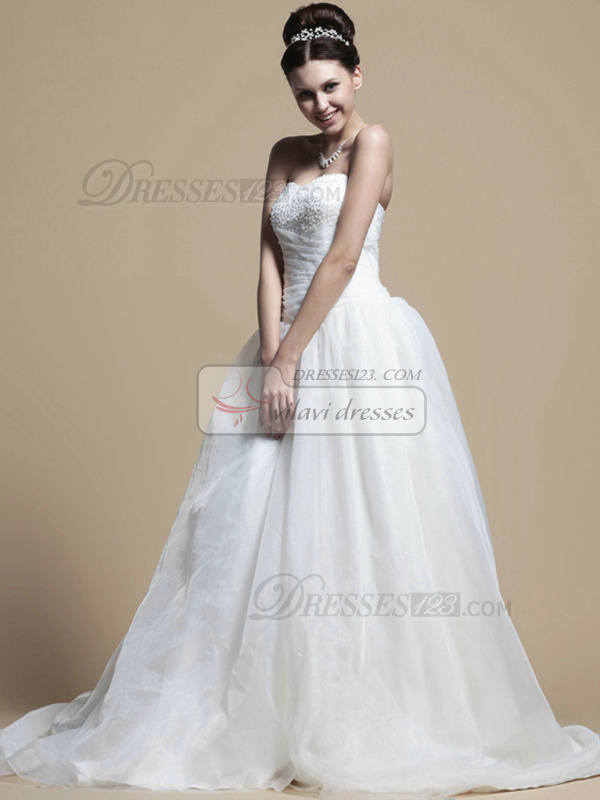 Lovely A-line Organza Sweetheart Chapel Train Wedding Dresses