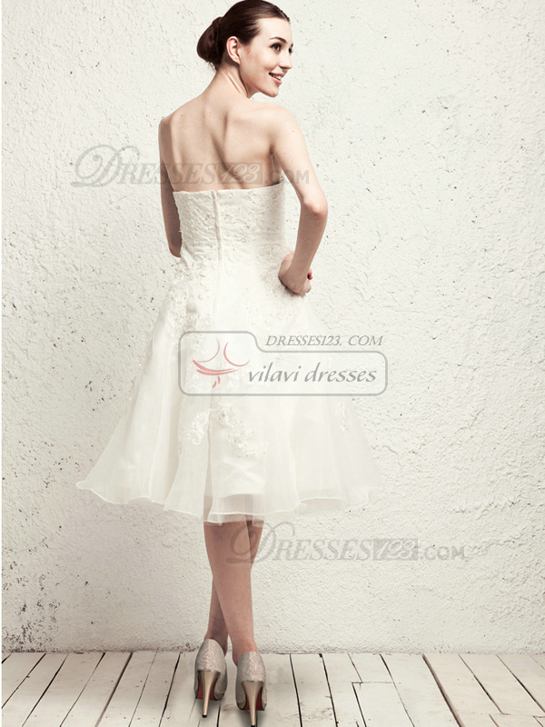 Lovely A-line Tulle Knee-length Appliques Wedding Dresses