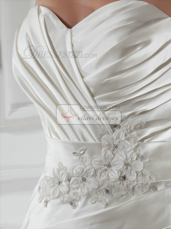 Lovely A-line Lace Sweetheart Appliques Wedding Dresses