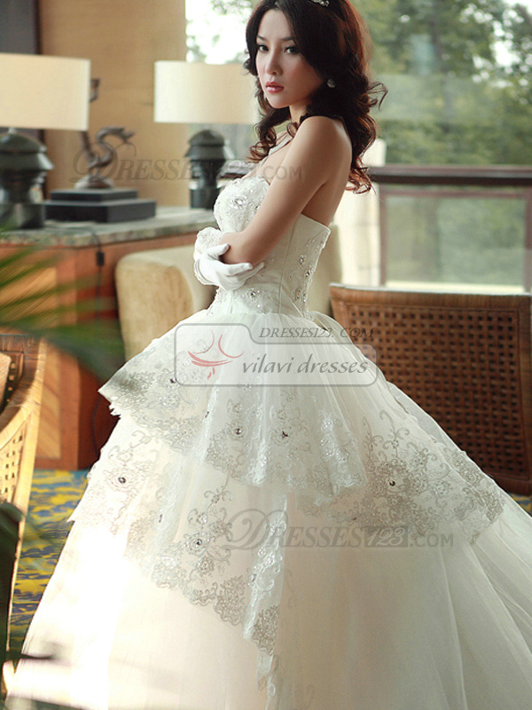 A-line Sweetheart Strapless Three Layers Cathedral Train Lace Beading Wedding Dresses