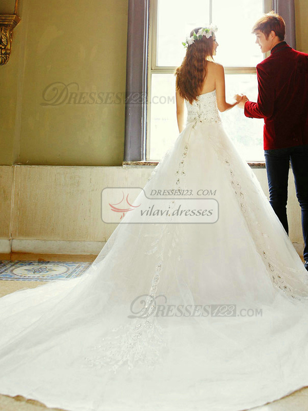 A-line Sweetheart Chapel Train Lace Crystals And Rhinestones Wedding Dresses
